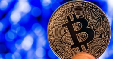 Bitcoin chiude Aprile in profitto- Le previsioni degli analisti