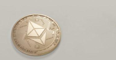 Ethereum (ETH) verso $180