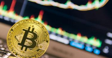 Bitcoin distrugge resistenza chiave