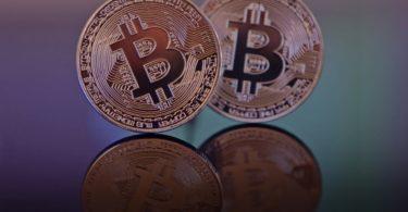 Bitcoin sopra 18.000 dollari