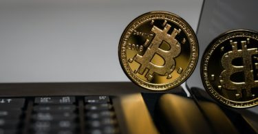Bitcoin corregge ma non preoccupa