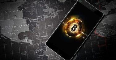 Nuovo record storico per Bitcoin: batte il dollaro